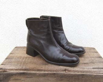 90s Modern Minimal Italian Square Toe Chocolate Brown Fitted Ankle Chunky Heel Booties by Via Spiga Ladies Size 8.5-9