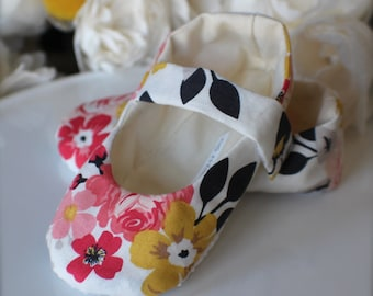 Cream, Pink, and Yellow Floral Baby Girl Shoes Cottage Chic - Baby Gift - Soft Sole Baby Booties
