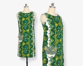 Vintage 60s Hawaiian DRESS / 1960s Green Barkcloth Cotton Novelty Pocket Shift Dress S