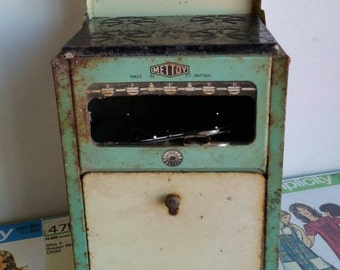 Vintage green METTOY tin play kitchen toy doll house stove oven children's cubby house 1950s