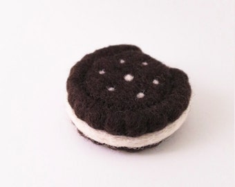 Needle Felted Ornament - Sandwich Cookie