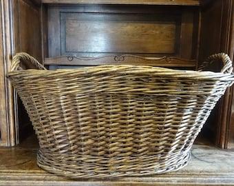 Vintage French laundry bedding log woven wood wicker basket storage display presentation circa 1980 / English Shop