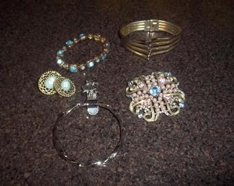 Lot of 5 pieces vintage costume jewelry, bracelets, brooch, cameo ear rings - nice costume jewelry