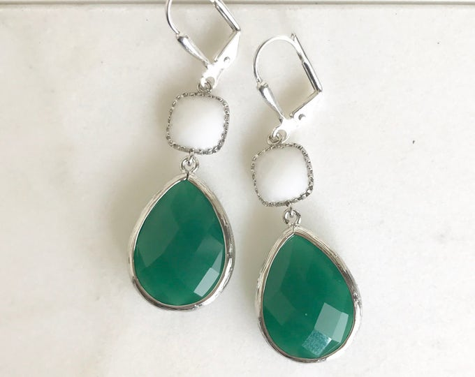 SALE - Green and White Dangle Earrings in Silver . Bridesmaid Earrings.  Green Dangle Earrings. Drop Earrings. Bridemaids Gift.