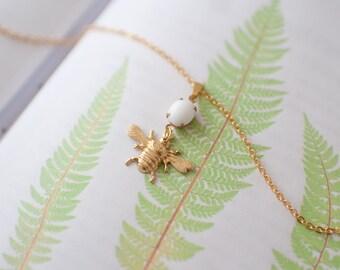 Bumble Bee Necklace, Vintage Bee Necklace, Vintage Gems, Vintage Bee Jewellery, Bee Pendant, Bee Gift, Vintage Bee Charm, Gold Bee Necklace