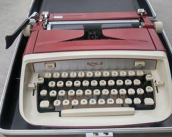 Vintage Royal Typewriter  / Display Piece / Royal Typewriter / Wedding Decor / Wedding Guest Book