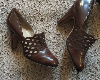 Vintage 40s Brown Scalloped Cutout High Heels Shoes