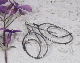 Light weight dangling silver scribbled hoops