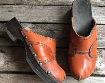 9.5-10 | 1970's Vintage Brown Leather Clog Mules w/ Wood Soles