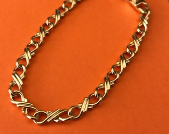 Shiny gold tone decorative chain bracelet