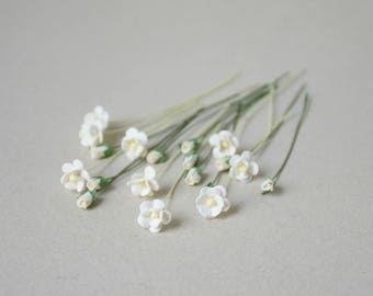 5-10 mm /  20    Cream Paper  Flowers and Cream  Rosebuds