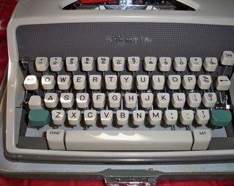 Vintage 1950's, 1960's Olympia SM7 Manual Typewriter - Very Retro!