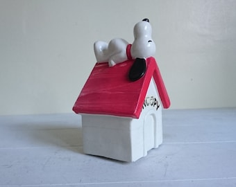 Vintage Snoopy Money Box - 1970 - Peanuts Collectables - Snoopy Kennel
