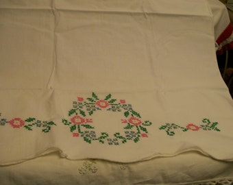 Vintage Embroidered Pillowcase Single Standard Size Flower Circle Cross Stitched Pillow Case