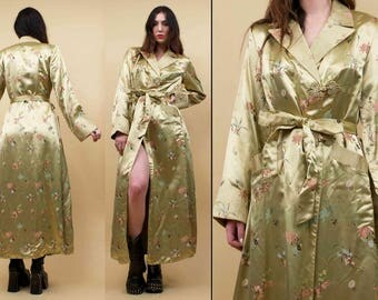 80s does 40s Vtg Thick Satin Embroidered Chinese SILKY Dressing Robe Kimono Duster Jacket / Hollywood Regency Pointed Collar EUC Xs Sm