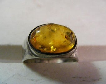 Vintage  Baltic Amber Ring in Sterling Silver.....  Lot 5209