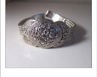 Vintage Sterling Silver highly detailed Thailand Bracelet