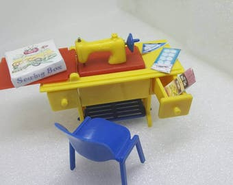 Renwal Sewing Machine   Toy Furniture Doll House Pedal Sewing Machine