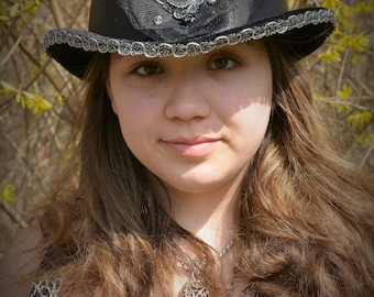 Black Crow Top Hat