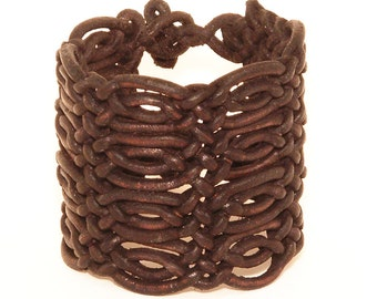Special braided leather bracelet with toggle closure (SZA17)