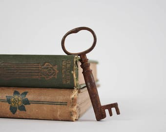 Vintage Skeleton Key - Rusty Primitive Skeleton Key - Chunky Rustic Antique Key