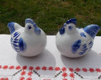 Delph Blue CHICKEN SALT and PEPPER Shakers Kitchen Dining Serving