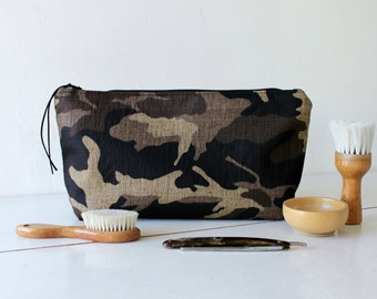 Toiletry bag, mens bag, shaving bag, groomsmens gift, lunch bag, Camo cotton canvas. Husband gift. Groomsmen gift. Dad gift. Makeup bag.