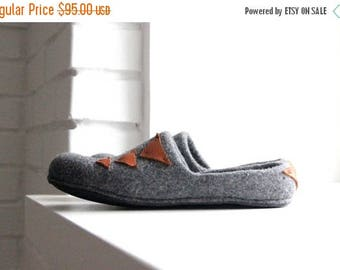 Men slippers - grey wool clogs with leather detais - felted wool slippers - house shoes - made to order - Father day gift - gift for him