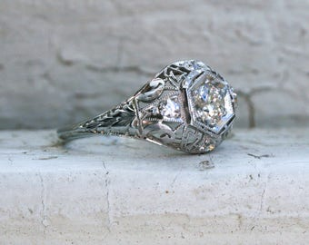 Stunning Art Deco Vintage Platinum Diamond Filigree Ring Engagement Ring.
