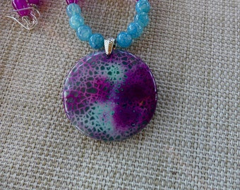 18 Inch Aqua and Fuschia Fire Agate Pendant Necklace with Earrings