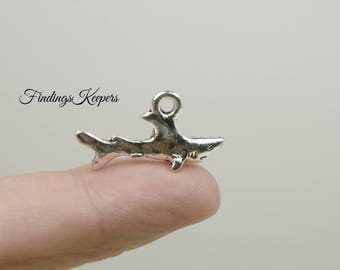 Shark Charm, Bulk 30 Charms, 3D Antique Silver Tone Metal U.S Seller - ts1070