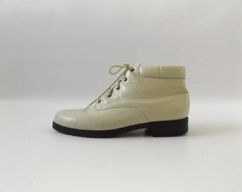 Off White 90s Ankle Boots Vintage Leather Lace Up Minimal Basic Granny Booties Womens Size 7 1/2 Hipster Grunge Shoes 1990s Boho Hippie Boot