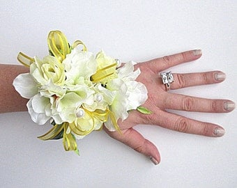 Faux Corsage - Wedding Corsage - Anniversary Corsage - Prom Corsage - Mother's Day Corsage - Pale Yellow and White Corsage