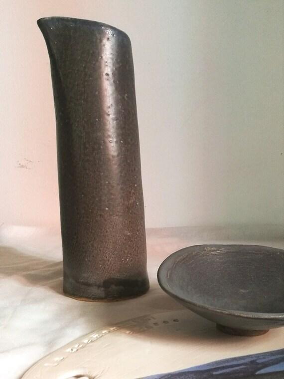 pichet en gr s cruche bleu aux reflets gris art de la. Black Bedroom Furniture Sets. Home Design Ideas