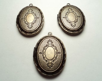 3 pcs - Antique brass plated oval lockets with ornate design - m222bo