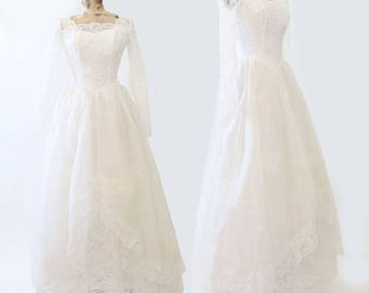 Vintage 1950s wedding dress | Vintage 50s floral lace white tulle full skirt princess layered wedding dress XS