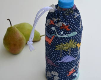 Kids insulated water bottle holder with drawstring. Two bottle sizes:16.90oz (0,5ml) & 25.30oz (0.75ml). Add personalization/customization