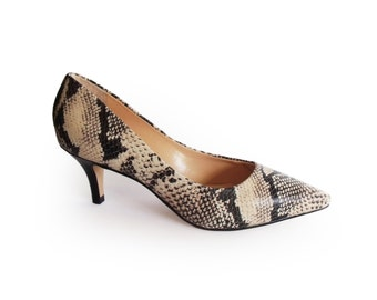 Pumps sale, Leather pumps, Snake heels, Pumps shoes, Bridesmaid shoes, Leather shoes, Snake pattern, High heel shoes, Womens pumps