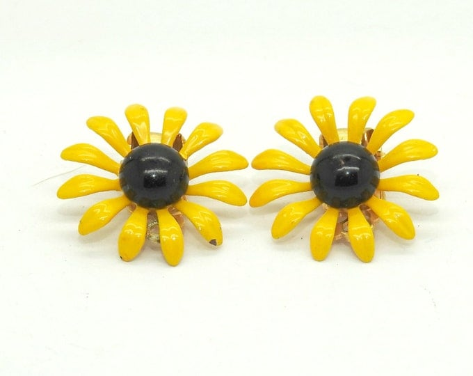 CLIP ON EARRINGS for non pierced ears, an unique vintage jewelry for women