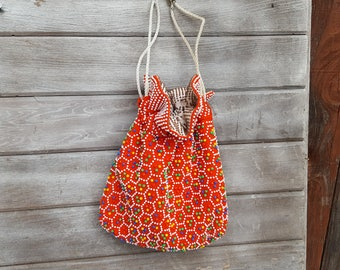 vintage pebble beaded beads sequence red blue yellow drawstring sachet bag purse clutch coin lunch crafts clothes pin hip mod birthday gift