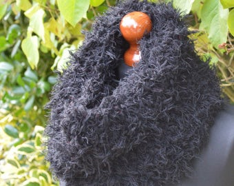 Fluffy cowl in black with matching cuffs