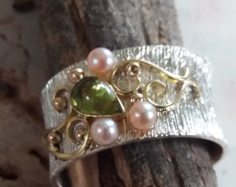 Silver and Gold peridot Sone and Pearls Ring