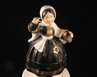Dancer musical figurine