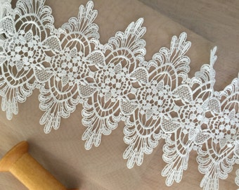 ivory venice lace trim 2 yards , crochet embroidery lace trim , scalloped  bridal lace trim