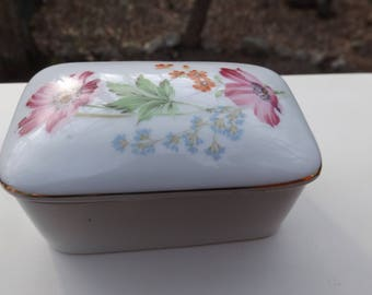 "Delightful Japan Jewelry box lid porcelain, trinket box ,home decor. Vintage jewelry box.ring holder. Art.Floral  3 3/8""L .Pillbox Gift idea"
