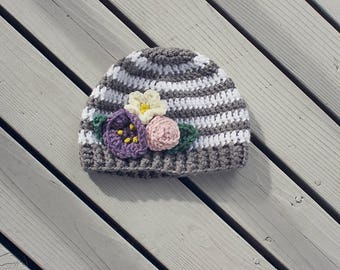 Striped hat with flowers