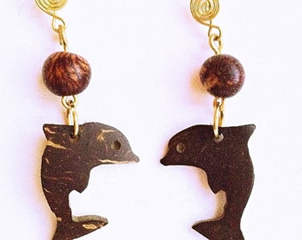 Dolphin of coconut earrings