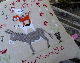 Pillow BREMEN town musicians cross stitch sampler