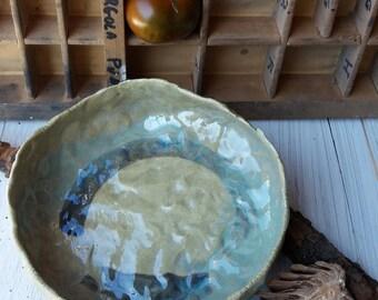 Ciotola piatto in ceramica verde chiaro / fatto a mano / regalo per lei / centrotavola / ceramic bowl dish stoneware handmade