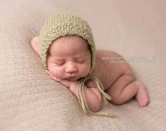 Sage Green Newborn Bonnet • Spring Newborn Bonnet • Green Baby Bonnet • Sage Bonnet • Newborn Photo Prop • Baby Shower Gift • Easter Gift
